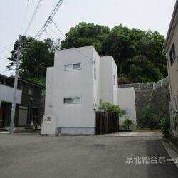 堺市南区 逆瀬川戸建 平成24年11月建築のおしゃれなデザイナー住宅! LDKには土間が併設されており使い方は色々! 周辺環境は緑の自然が多く残されています 主寝室のWICLをはじめ収納スペースも充実しています