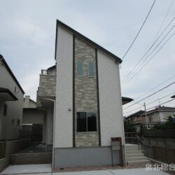 堺市南区 晴美台2丁 全2区画1号棟 長期優良住宅に耐震等級3取得仕様です 約3帖のロフト付き 駐車スペースは2台分
